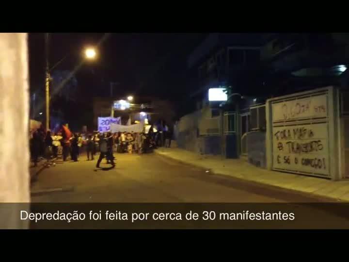Vídeo: Imagens mostram momento em que manifestantes depredam prédio da ATP
