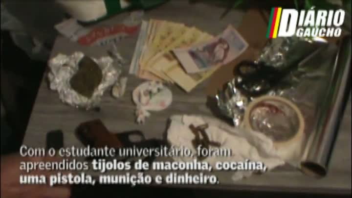 Estudante universitário é flagrado vendendo drogas no Centro da Capital