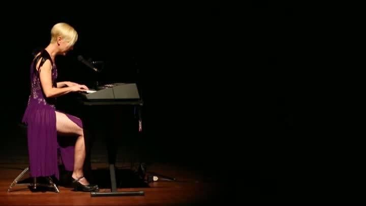 Espetáculo com Karin Serafin