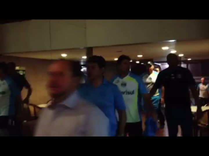Pianista homenageia jogadores do Grêmio em Goiás. 02/09/2013