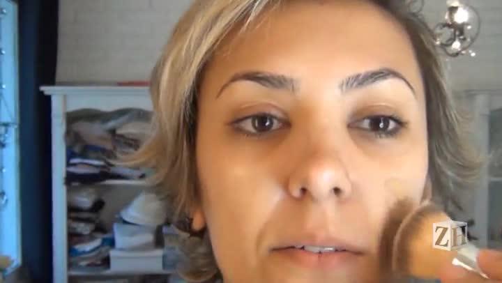 Aprenda a fazer a maquiagem de Claudia Leitte no programa The Voice