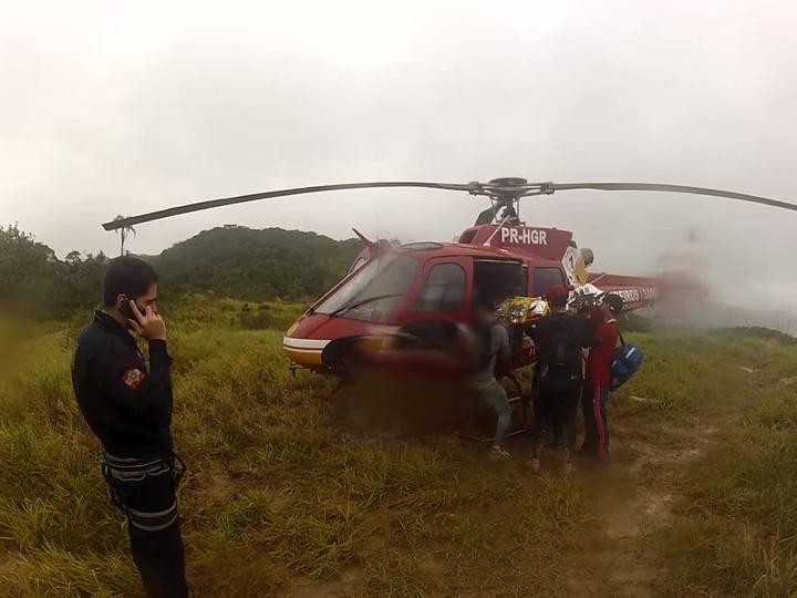Helicóptero do Corpo de Bombeiros resgata atleta de corrida de aventura que bateu a cabeça e ficou inconsciente