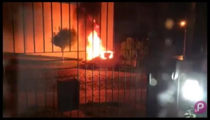 Carro roubado é incendiado no bairro Bela Vista, em Caxias do Sul