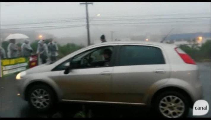 Manifestantes bloqueiam a ERS-122, entre Caxias e Farroupilha