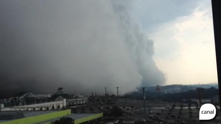 Nuvem de temporal é captada em vídeo por leitores