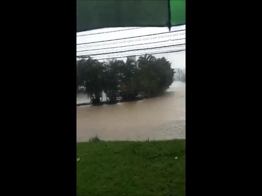 Chuva causa alagamento em Joinville