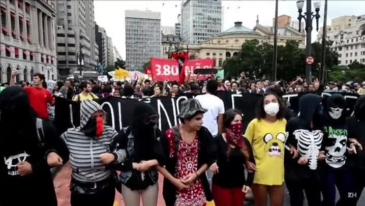 Terceiro protesto contra aumento de tarifas em SP