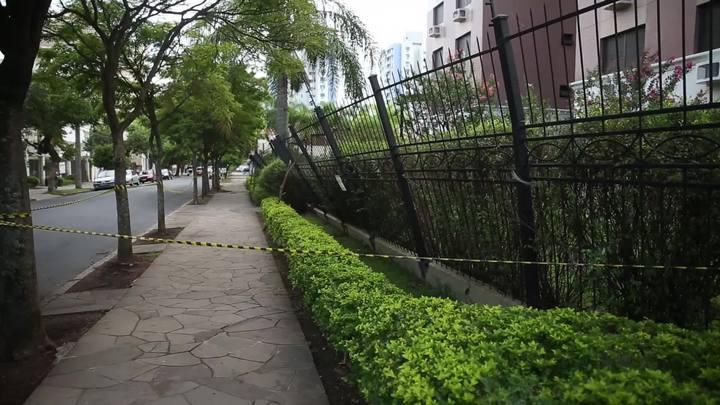 Porto-alegrenses contabilizam preju�zos ap�s forte tempestade