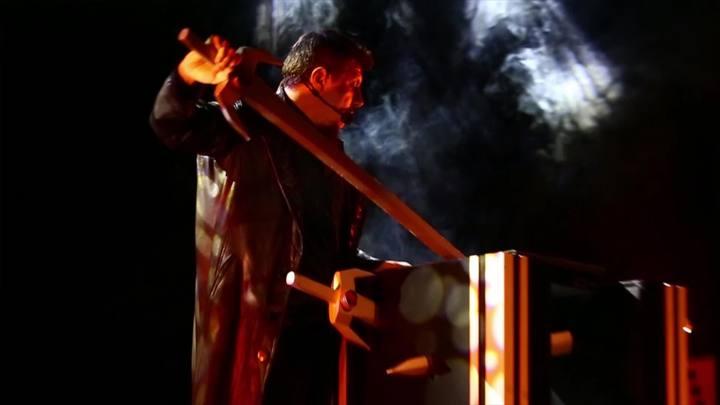 Mágico Kronnus apresenta espetáculo em Porto Alegre