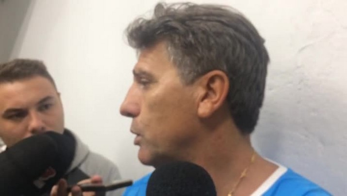"""Renato exime Grassi de culpa: \""""Falhas acontecem\"""""""