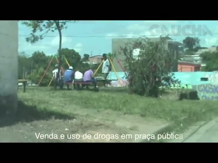 Veja imagens de venda e uso de drogas na Lomba do Pinheiro. 10/12/2012