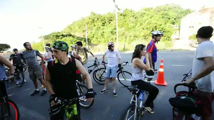 Protesto de ciclistas junto ao Estaleiro Só