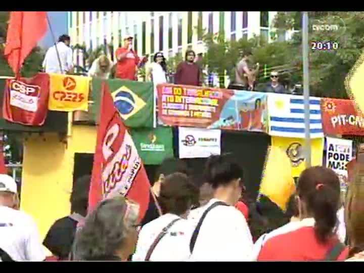 TVCOM 20 Horas - Dia do Trabalhador: secretário estadual do Trabalho, Luís Augusto Lara, é entrevistado no programa - Bloco 2 - 01/05/2013