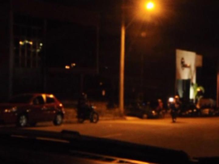 Ruas do loteamento Parque Sanvito viram pista de corrida de motos