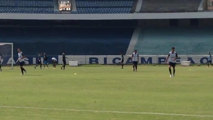 Grêmio treina para o jogo de quarta-feira, contra o San Lorenzo. 26/04/2014