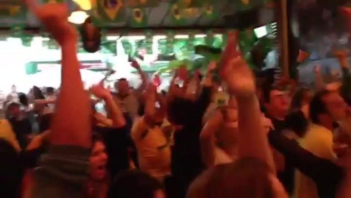 Veja reação da torcida em POA ao primeiro gol do Brasil na Copa. 12/06/2014