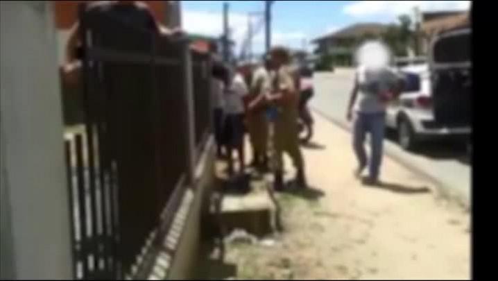 Moradores amarram homem suspeito por tentativa de furto