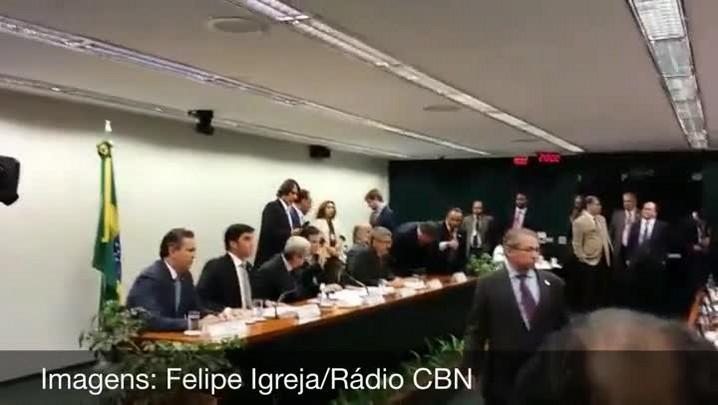 Ratos são soltos durante reunião da CPI da Petrobras