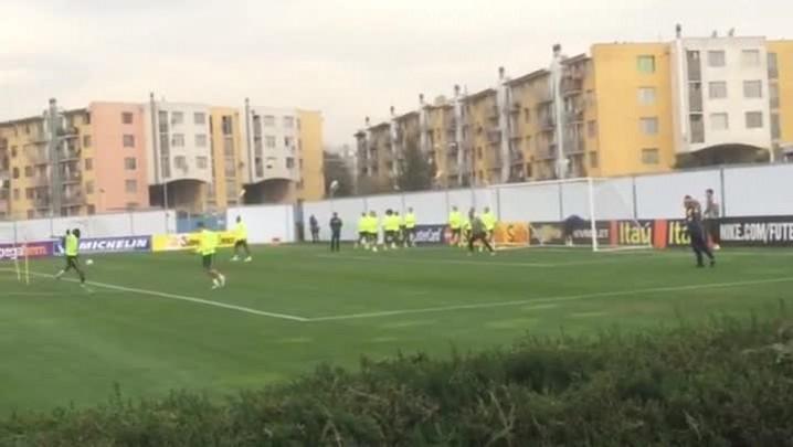 Brasil treina para enfrentar o Paraguai