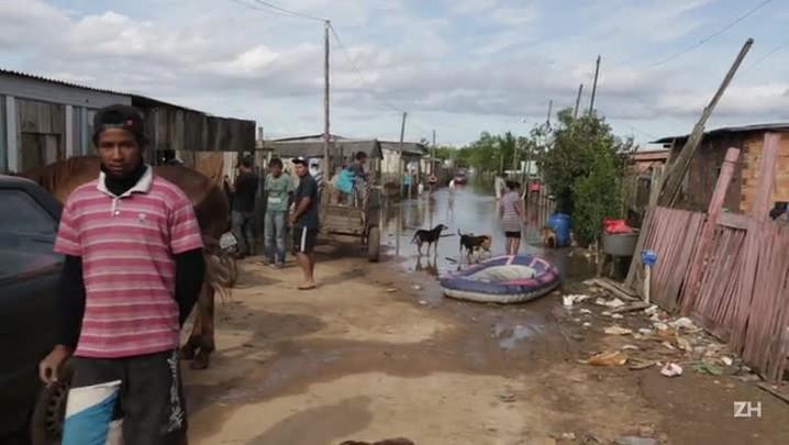 Desabrigados dormem em Kombi em Guaíba