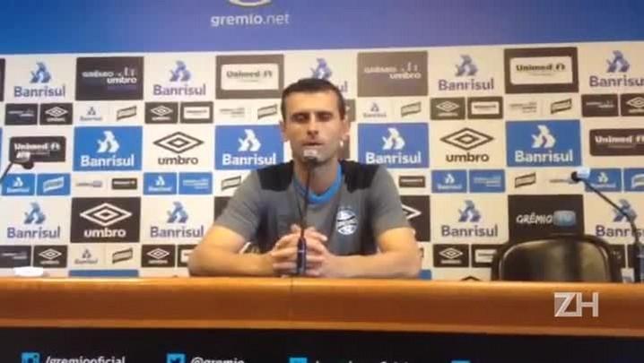 Grassi fala sobre lesão do goleiro Léo