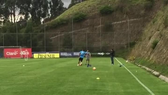 Walace trabalha em separado em treino em Quito