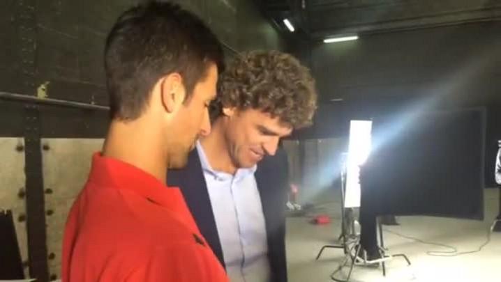 Guga Kuerten ensina Novak Djokovic a falar português