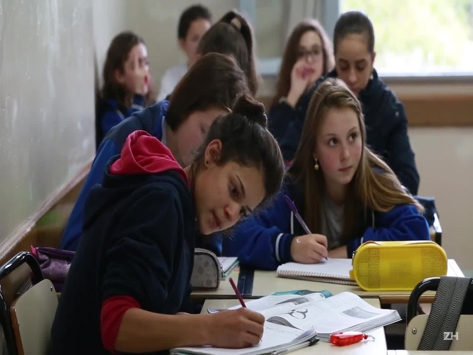 Alunos da Escola Santa Cruz preparam-se para a Prova Brasil