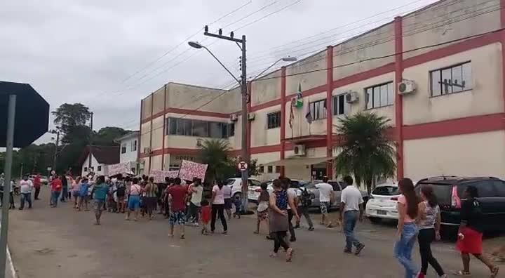 Moradores de ocupação protestam pedindo moradia em Araquari