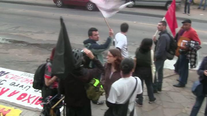 Manifestantes começam a se reunir em frente ao Postão da Cruzeiro