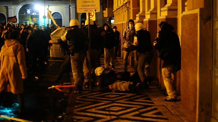 Confronto entre BM e manifestantes por outro ângulo