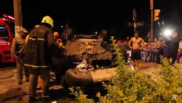 Acidente deixa três pessoas feridas na Avenida Ipiranga, em Porto Alegre