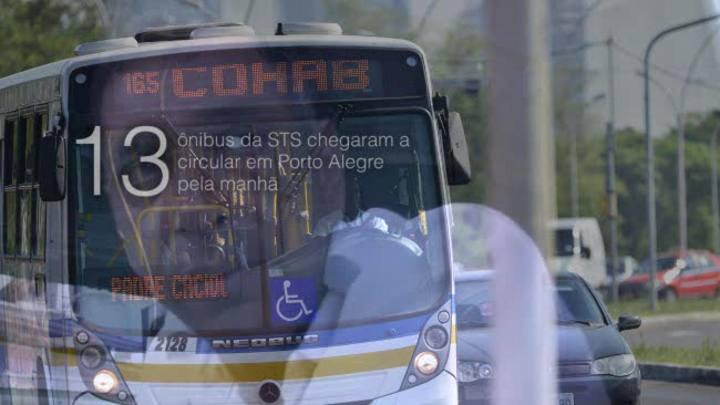 No 12º dia de greve, ônibus saem das garagens e motoristas são ameaçados
