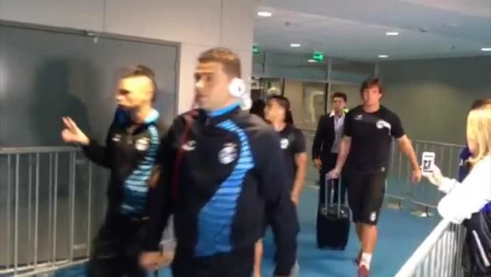 Confira a chegada dos jogadores de Grêmio e San Lorenzo na Arena - 30/04/2014