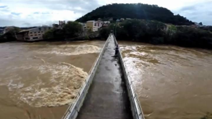 Drone sobrevoa Rio do Peixe, em Joaçaba, Meio-Oeste de SC