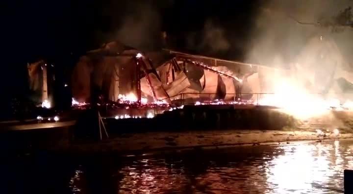 Casa é destruída por incêndio em ilha de São Francisco do Sul