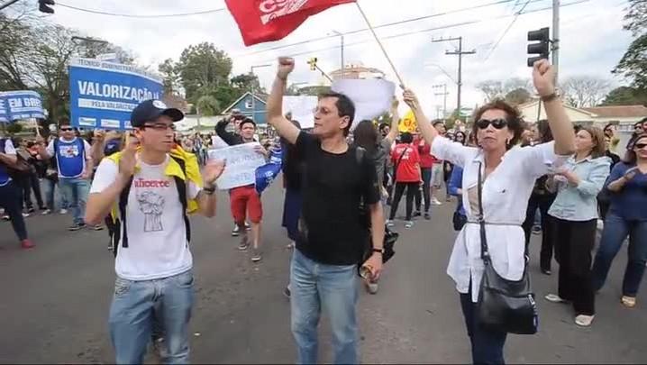 Manifestantes bloqueiam cruzamento da Presidente Vargas com a Borges de Medeiros