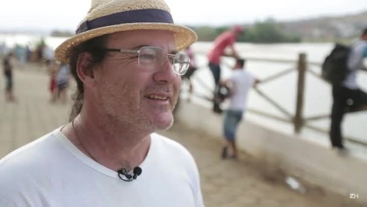 """À espera de lama, pescadores de Colatina fazem \""""Arca de Noé\"""" para salvar peixes"""