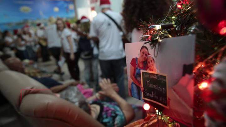 Grupo de jovens faz serenatas de Natal em asilos, hospitais e casas de acolhimento em Florianópolis