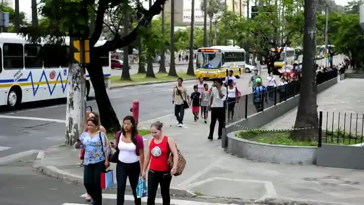 Veja a fila de ônibus causada pela operação tartaruga