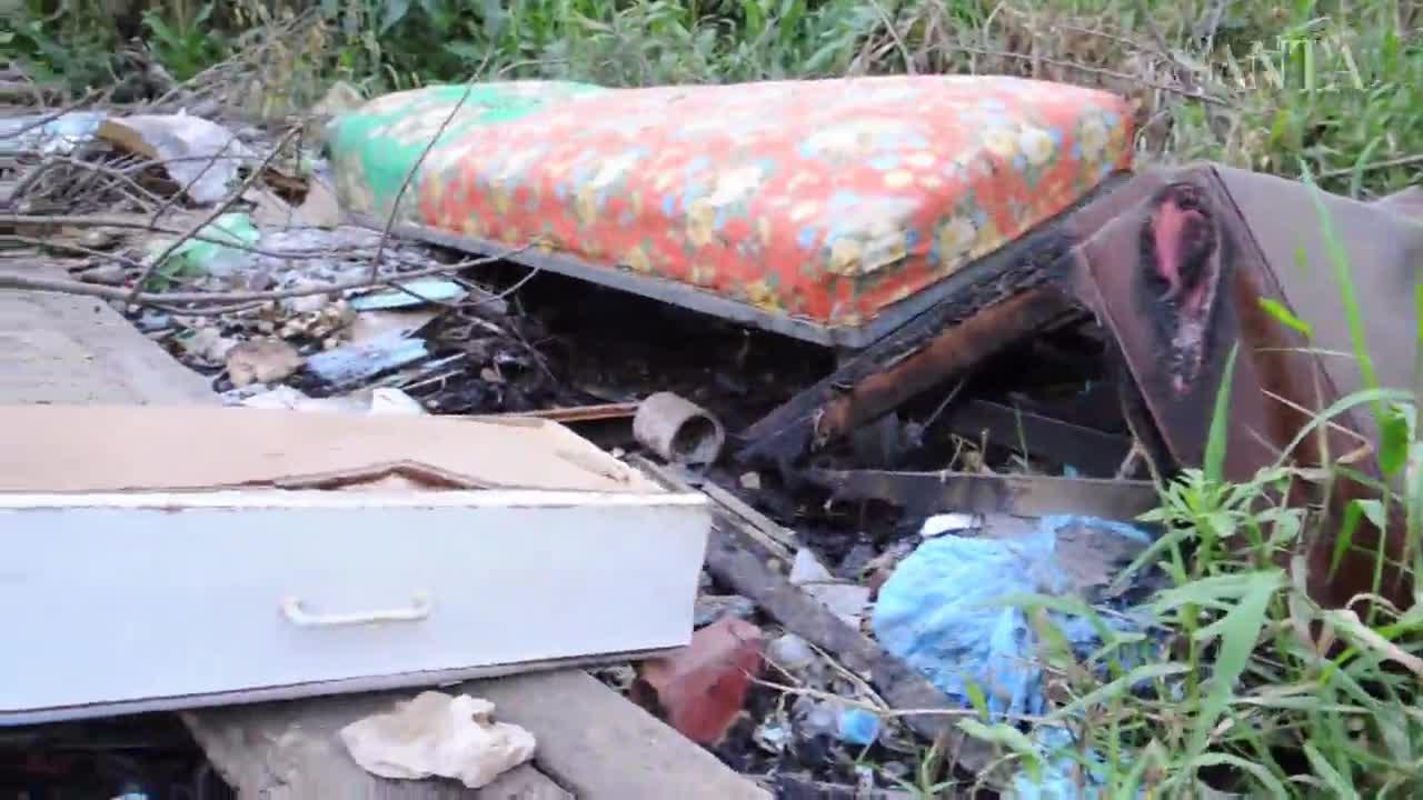 Estrada que liga Blumenau a Indaial vira lixão