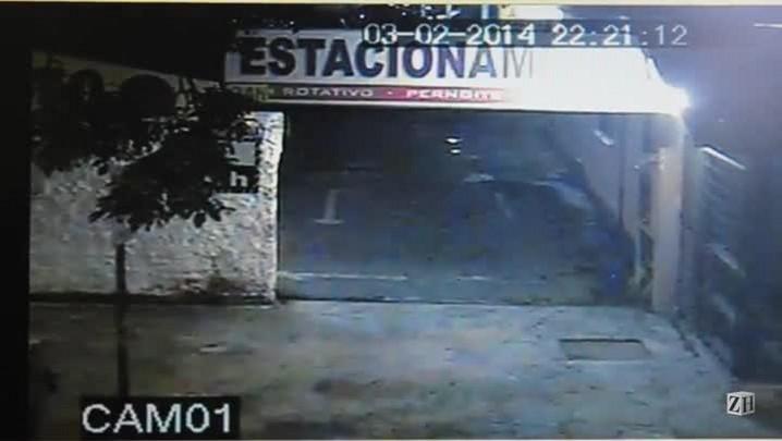 Câmeras mostram vítima reagindo ao assalto no Centro Histórico
