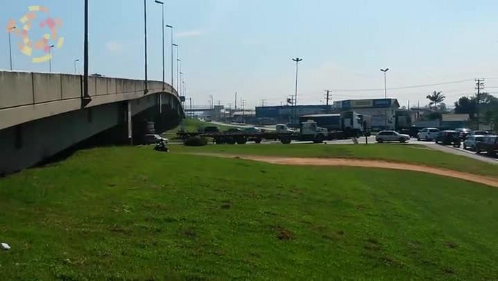 Motoristas criam desvio por conta própria em Itajaí