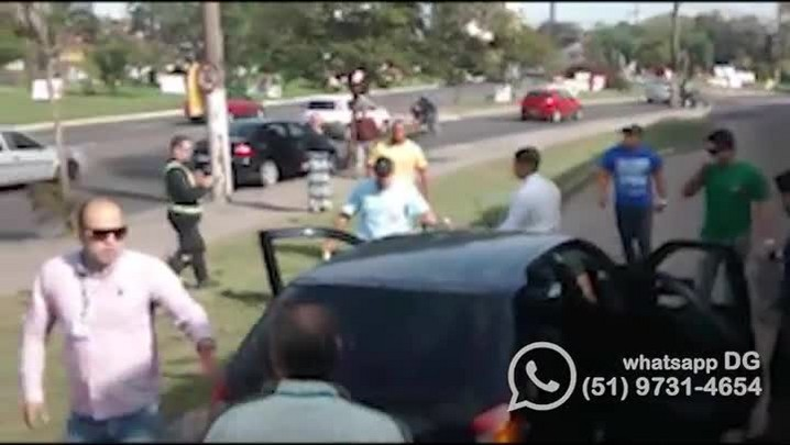 Motorista da linha T8 quebra vidro de carro em Porto Alegre