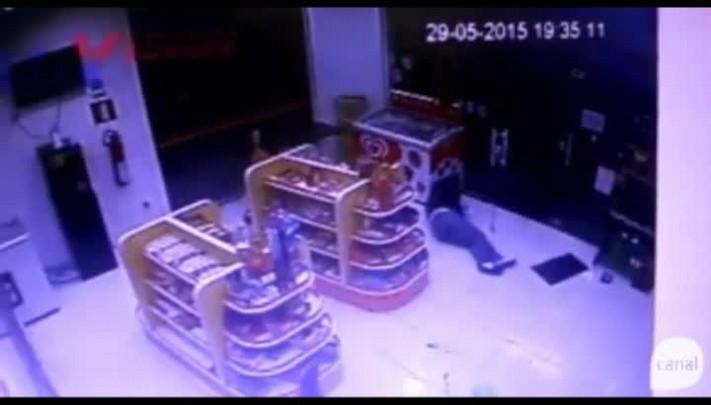 Imagens mostram momento em que agente da Susepe é baleado em assalto