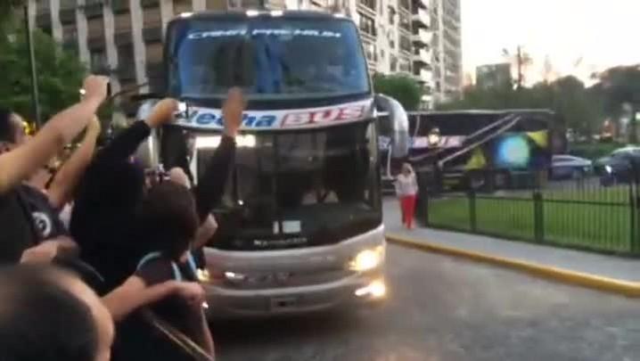 Cheia de mistérios, Seleção chega a Buenos Aires para clássico