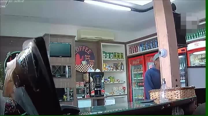 Imagens mostram roubo que terminou em morte em posto de combustíveis em Santa Cruz do Sul