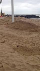 Maré alta causa alagamento na Praia Central, em Barra Velha