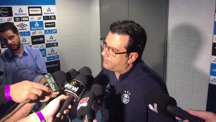 Médico do Grêmio explica situação de Arroyo