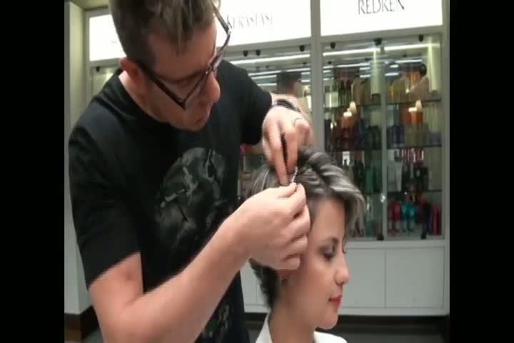 Saiba a melhor maneira de colocar acessórios no cabelo